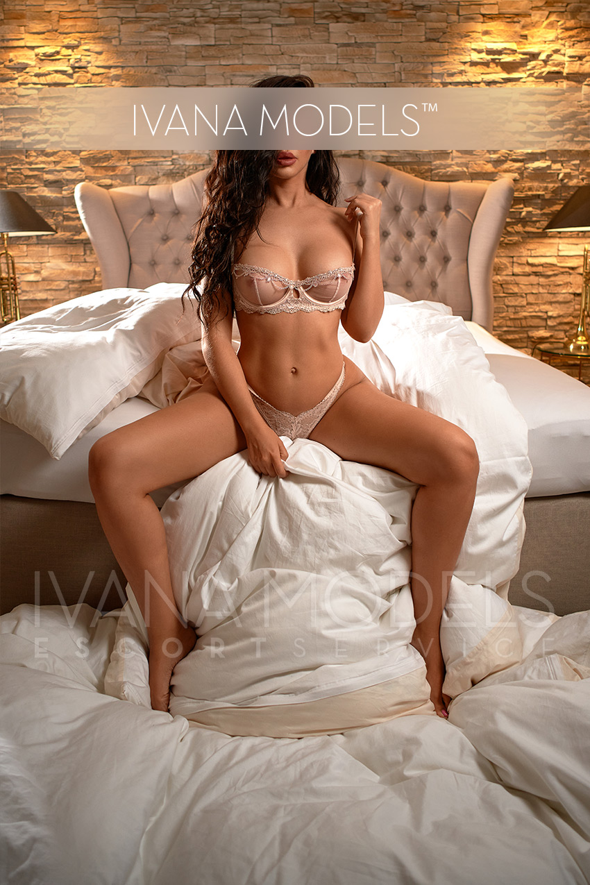 High Class Escort Model Frankfurt - Mia
