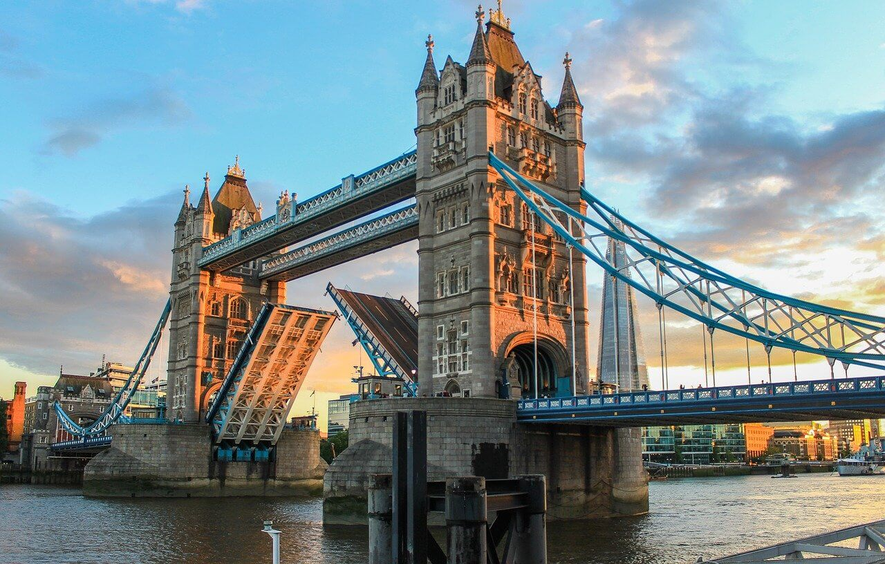 Tower Bridge in London mit Escort Models besuchen